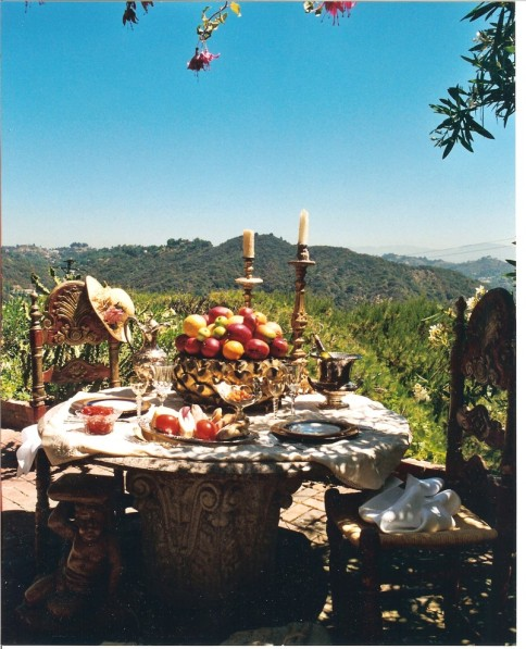 gina-sofia-outdoor-dining-alfresco-centerpiece-better-decorating-bible-blog-Mediterranean-Spaces.jpg