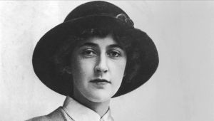 agatha-christie---mysterious-author