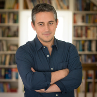 Alex George. Author portrait.