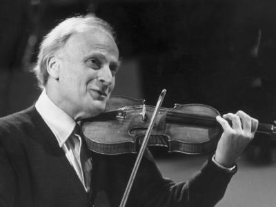 circa 1975: American violin maestro Yehudi Menuhin (1916 - 1999). Menuhin became a British subject in 1985. (Photo by Keystone/Getty Images)